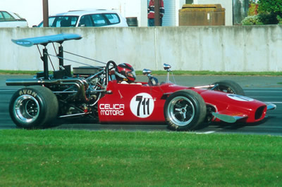 Robert Scott's Lola T142 at Teretonga in 1999. Copyright Kevin Thomson 2007. Used with permission.