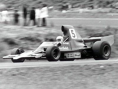 Kevin Bartlett in T400 HU1 at Teretonga 1975. Copyright Kevin Thomson  2005. Used with permission.