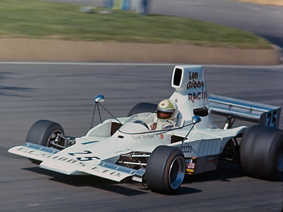 Keith Holland in the E.L. Gibbs Lola T332C at Mallory Park in 1977. Copyright Alan Cox  2007. Used with permission.