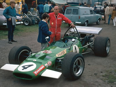 Mike Walker's McKechnie M10B at the Oulton Park meeting in September 1970.  Copyright Alan Cox 2006. Used with permission.