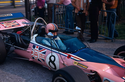 Ray Allen returns 400-21 to the paddock after the 18 September 1971 Oulton Park F5000 race. Copyright Alan Cox  2009. Used with permission.
