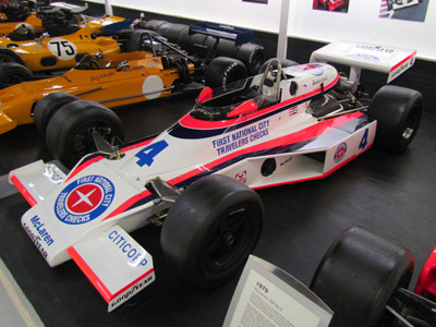 The McLaren Heritage McLaren M24B in the Donington Museum in 2014. Licenced by Ozzy Delaney under Creative Commons licence Attribution 2.0 Generic (CC BY 2.0). Original image has been cropped.