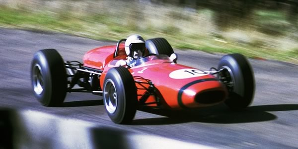 Jim Palmer had a guest drive in the Scuderia Veloce Brabham BT11A at Bathurst Easter 1966.  Copyright John Ellacott 2008.  Used with permission.