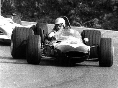 Chris Summers in his Lotus 24 at Brands Hatch in April 1968.  Copyright Ted Walker 2001.  Used with permission.