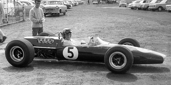 Graham Hill in the Lotus 48 on its debut at Wawick Farm in February 1967. Copyright Ted Walker 2010. Used with permission.