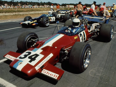 Teddy Pilette in the Racing Team V.D.S. McLaren M10B during the 1971 Tasman series. Copyright Ted Walker (Ferret Fotographics)  2014. Used with permission.