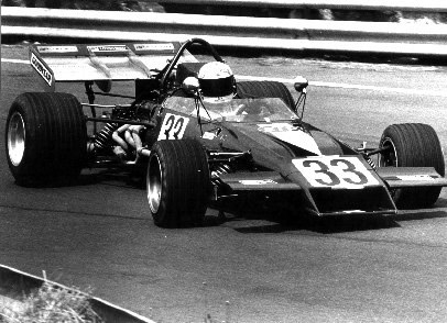 Teddy Pilette in the first production McLaren M22 at the 1972 Oulton Park Gold Cup. Copyright Ted Walker  2001. Used with permission.