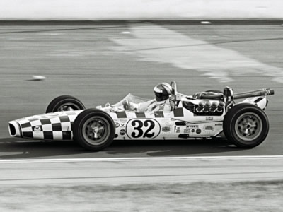 Al Miller raced Walter Weir #32 Gerhardt-Ford at the 1967 Indy 500.  Part of the Dave Friedman collection. Licenced by The Henry Ford under Creative Commons licence Attribution-NonCommercial-NoDerivs 2.0 Generic. Original image has been cropped.