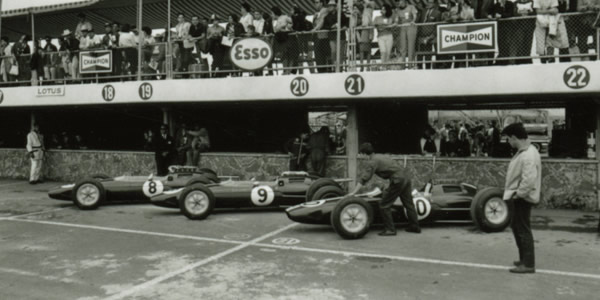 The Team Lotus 25s lined up for the 1963 Mexican GP; from left to right, Jim Clark's R4, Trevor Taylor's R6 and Pedro Rodriguez' R3. Part of the Dave Friedman collection. Licenced by The Henry Ford under Creative Commons licence Attribution-NonCommercial-NoDerivs 2.0 Generic. Original image has been cropped.