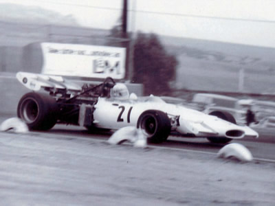 A rare picture of the McLaren M14A converted to F5000 and run in the US.  It is seen here at Riverside in Sept 1972, driven by Dave Jordan.  Copyright Dave Jordan 2003.  Used with permission.