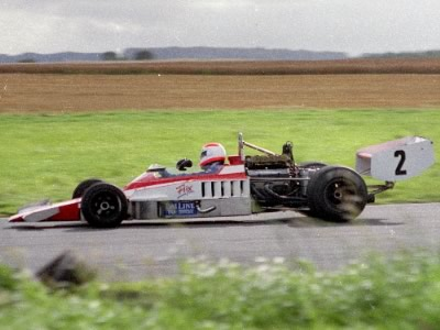 Tony Trimmer in the rebuilt Lola T330/T332 at Castle Combe in August 1988. Copyright Simon Lewis  2010. Used with permission.