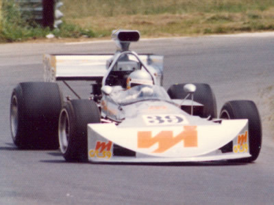 Gil Cameron in the M10B at Oran Park in Feb 1976. Copyright Glenn Moulds  2005. Used with permission.