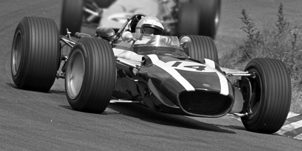Lucien Bianchi in his Cooper T86B at the 1968 Dutch Grand Prix. Licenced by Nationaal Archief, CC0 under Creative Commons licence https://creativecommons.org/publicdomain/mark/1.0/deed.nl. Original image has been cropped.