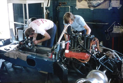 Keith Poole (left) and Trevor Cox (laf of C & C Autos) prepare the Gardos in 1976.  Copyright Kym Pedler 2004.  Used with permission.
