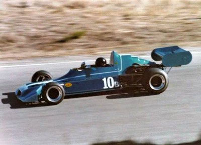 Butch Owsley in the Rondel M1 at Laguna Seca in 1976. Copyright Vincent Puleo 2020. Used with permission.