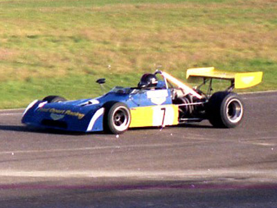 Jim Crawford in the Fred Opert Racing Chevron B27 at Thruxton in November 1974. Copyright Andrew Scriven  2010. Used with permission.