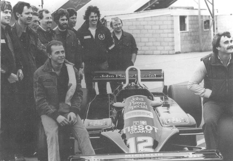 Roberto with Nigel Mansell (right) and other Lotus employees at Silverstone in 1981. Amongst them are long-serving Lotus mechanic Bob Dance (3rd from left), Peter Collins (4th from left, behind Roberto) and Nigel Stepney (2nd from right). The other names are (from left to right), Phil Denny, Phil Le Pen, John Moses, Geoff Hardacher and Ian Martin.?(6)